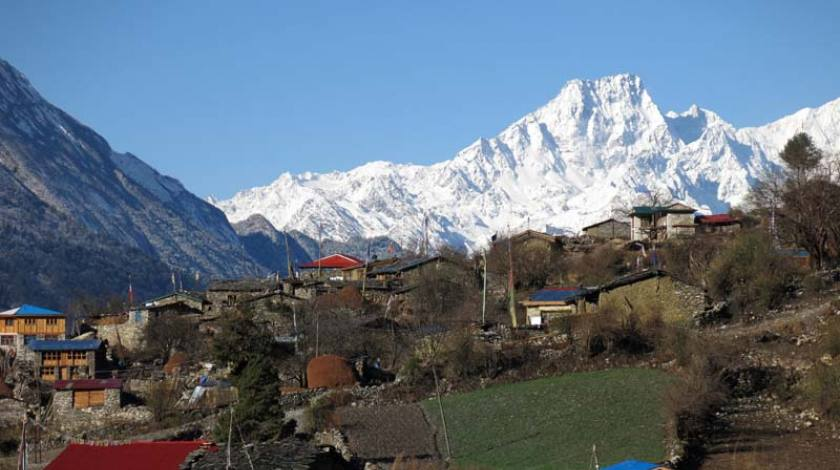 Picturesque villages with mountain backdrop!